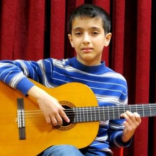 آموزش-گیتار-آموزشگاه-موسیقی-هنر-ایران-زمین